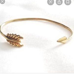 Stella & Dot gilded arrow bracelet gold
